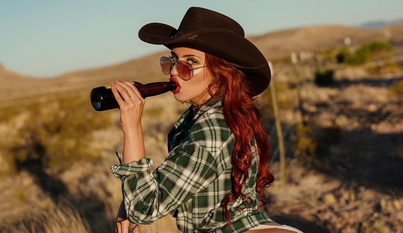 Kemény fotókat oszt meg magáról Scarlett Johansson hasonmása – FOTÓK 18+