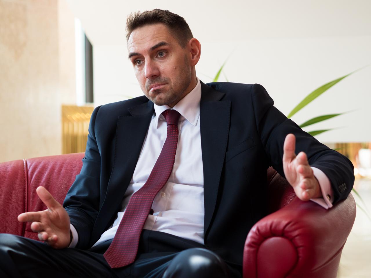 Kisebbségi önkormányzatot ígér az OĽaNO királyhelmeci magyar képviselője, Gyimesi György | Paraméter