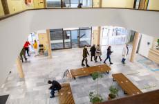 KORONAVÍRUS: Ötszáz alatt az új fertőzöttek száma, tovább enyhül a helyzet a kórházakban