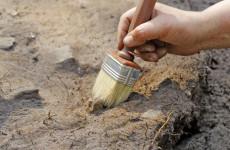 A brit szigetek legősibb vésett kőtábláinak töredékeit fedezték fel régészek
