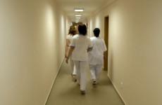 Romániában 1900 koronavírusos beteg várja, hogy a kórházakban ágy szabaduljon fel számukra