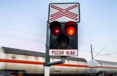 BALESET: Mozgó vonatba hajtott bele egy kerékpáros lány