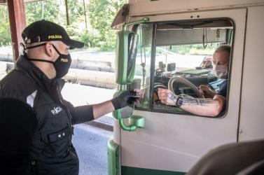 Intenzívebb ellenőrzéseket tart a rendőrség a medvei határátkelőn