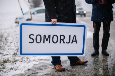 """Érsek: """"Nem kell félni, nem fogjuk tömegesen lecserélni a kétnyelvű táblákat"""""""