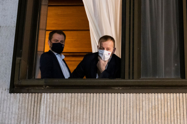 Egy fuvar trágya a kormányhivatal előtt, újabb mélységekben Matovič Facebook-kommunikációja, a kormányválság pedig – várhatóan – csütörtökön is folytatódik