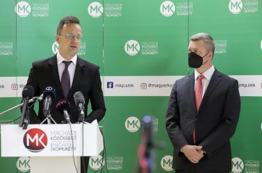 Egyelőre a beoltottak sem utazhatnak egyszerűbben Magyarországra, Szijjártó kétoldalú megállapodást szeretne