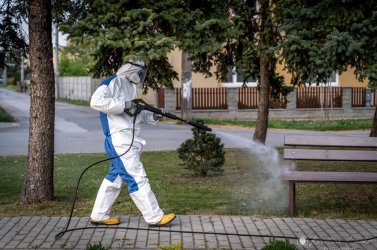 Nagypakán fertőtlenítik a nyilvános tereket