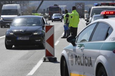 Nem tartotta be a karantént, elment dolgozni Ausztriába, elvitték a rendőrök