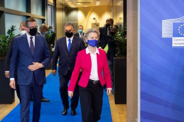 A visegrádi országok elutasítják a Bizottság migrációs csomagját, Szlovákia legalább tárgyalni hajlandó