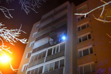 Adventi koszorú gyertyája okozhatta a tüzet a kassai lakóházban, nem igazolódott be a gázrobbanás (FOTÓK)