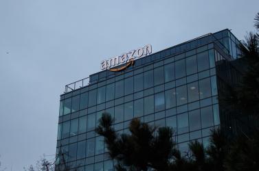 Törölte az auschwitzi lágert ábrázoló díszeket weboldaláról az Amazon