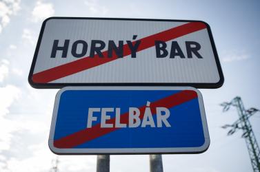 Sok helyen azért nem rakják ki akétnyelvű helységnévtáblákat, mert a település neve magyarul és szlovákul is ugyanaz