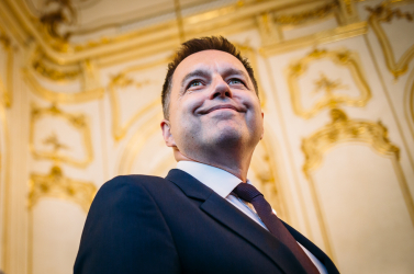 Peter Kažimírt utolérte a múltja, lemondásra szólították fel az egykori smeres pénzügyminisztert