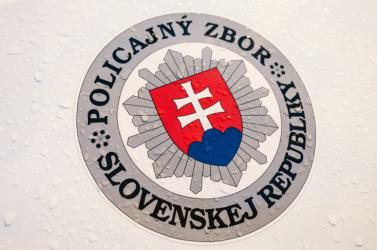 Pozitív lett a koronavírus-tesztje két Trencsén megyei rendőrnek