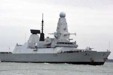 London cáfolja, hogy Oroszország figyelmeztető lövéseket adott volna le egy brit hadihajó felé