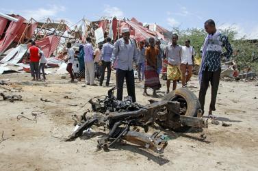 Öngyilkos merénylet történt egy amerikai légibázisnál Szomáliában, és egy olasz konvojt is megtámadtak