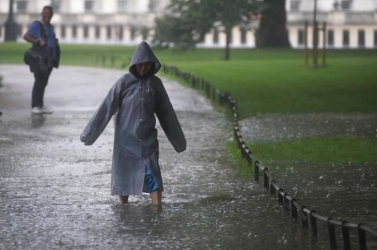 Londonban otthonok, utak kerültek víz alá