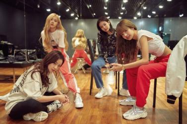 Az első koreai lánybandaként több mint egymillió lemezt adott el a Blackpink (VIDEÓ)