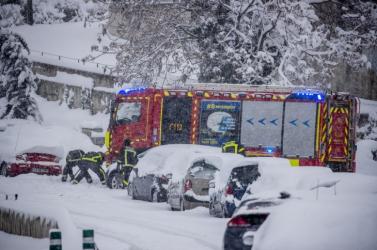 A rendkívüli hóhelyzet miatt egész nap zárva tart a madridi nemzetközi repülőtér