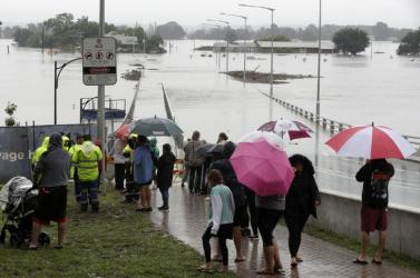 Ausztráliában ezreket menekítenek az elmúlt 60 év legsúlyosabb árvizei miatt