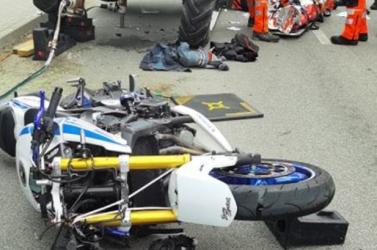 Traktor alá szorult motorost szabadítottak ki a tűzoltók – a sérült férfi köszönetet mondott hőseinek