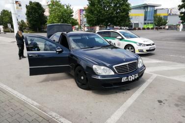 Brenda, a rendőrkutya kiszimatolta a drogot egy Mercedesben (FOTÓK)