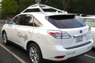 Egy fickó életének egyik legkínosabb percét rögzítette a Google autója (FOTÓ)