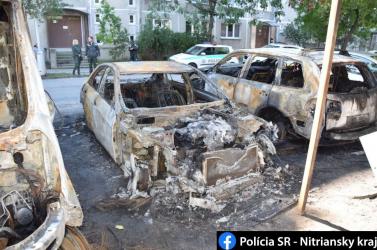 Autók lángoltak az éjszaka Komáromban (FOTÓK)