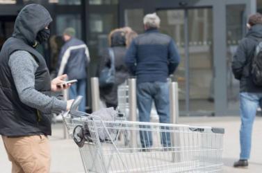 Csökkent a fertőzések száma Horvátországban és Szlovéniában, több nyugat-európai ország újabb szigorításokat léptetett életbe