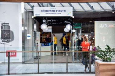 Nagy sikere van apozsonyi bevásárlóközpont oltócsoportjának, állandó az érdeklődés a vakcina iránt