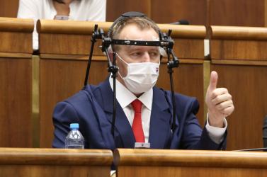 Nem kevés pénzt fizetne a Matovič alá tartozó állami cég Boris Kollár rádiójának, de mivel ez így nem tiszta, egy újdonságot vezetnének be