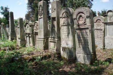 Meggyaláztak egy zsidó temetőt Franciaországban az antiszemitizmus elleni országos tiltakozás előtt (FOTÓ)