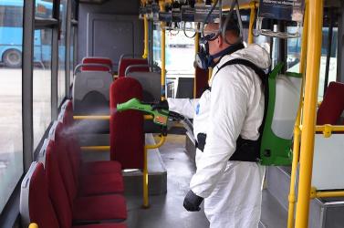 Péntektől felfüggesztik a nemzetközi vasúti- és autóbusz-közlekedést