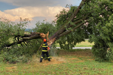 Nagyobb áramkimaradásokat okozott az éjszakai vihar Szlovákia egyes részein