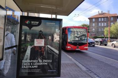 Magyar turisztikai hirdetéseken hívják fel a figyelmet pozsonyi aktivisták az elnyomó Orbán-rezsimre!