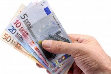 Először lépte túl a havi átlagbér az 1000 eurós határt