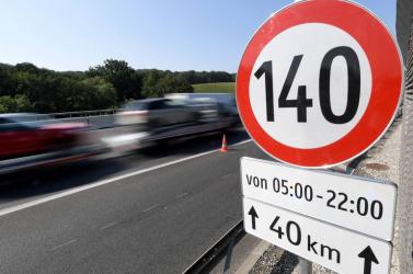 140-nel az autópályán, hamarosan Szlovákiában is