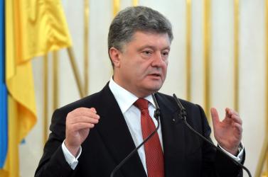 Porosenko kész hazugságvizsgálatnak alávetni magát, de csak a saját tévéjében