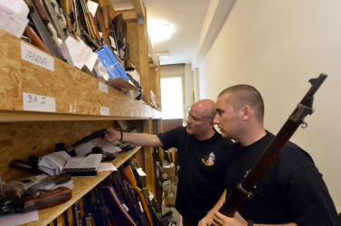 Egy vagyont ér az a puska, amit egy fazon leadott a szlovák rendőrségen