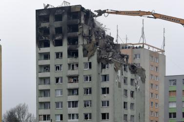 Lebontották az eperjesi panelház négy legfelső szintjét, statikus szerint az egészet le kell bontani (FOTÓK)