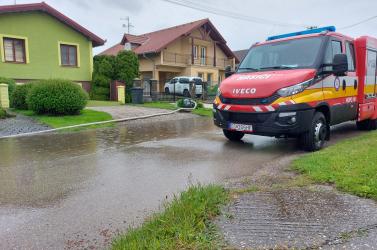 A Dunaszerdahelyi járásban is pincéket és utakat árasztott el az eső (FOTÓK)