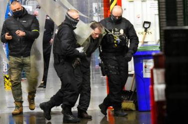 Túszdráma egy szlovákiai áruházban: késsel veszélyeztette és fogva tartotta egy férfi az eladónőt (VIDEÓ)