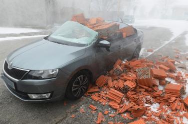 Brutális idő tombolt az országban: fákat csavart ki, tetőket bontott meg a szél (FOTÓK)