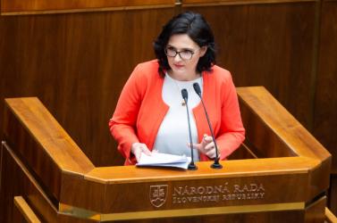 Az oktatási miniszter belép az SNS-be