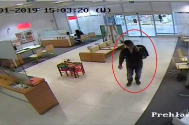 Volt bőr a képén: talált pénzt ellenőriztetett a bankban, hogy nem hamis-e! (FOTÓK)