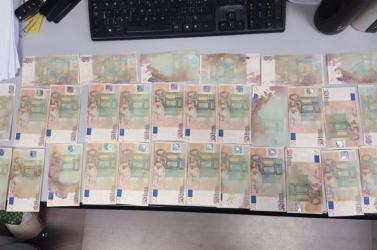 Kicsit homályos, kicsit foltos – hamis 50 eurósokkal állított be a bankba egy 18 éves diák! (FOTÓK)