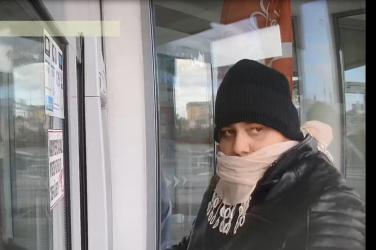Lopott bankkártyával vett fel pénzt ez a férfi Győrben - segíts megtalálni!