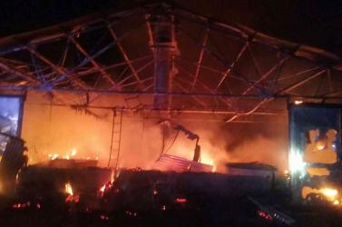 Lángokban állt egy csarnok, több mint hatezer baromfi pusztult el (FOTÓK)