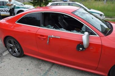 Szándékosan okoztak legalább 10 ezer eurós kárt az Audiban, szemtanúkat keresnek (FOTÓK)