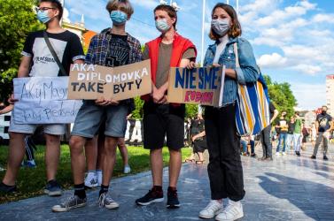 Tüntetők követelték a pozsonyi SNP téren Boris Kollár lemondását